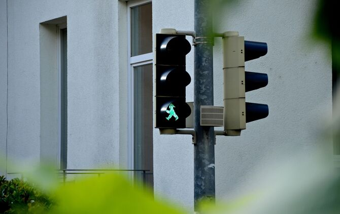 green-traffic-light-1581882_1920_0