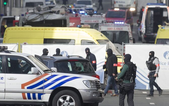 Explosion at Brussels metro station Maelbeek